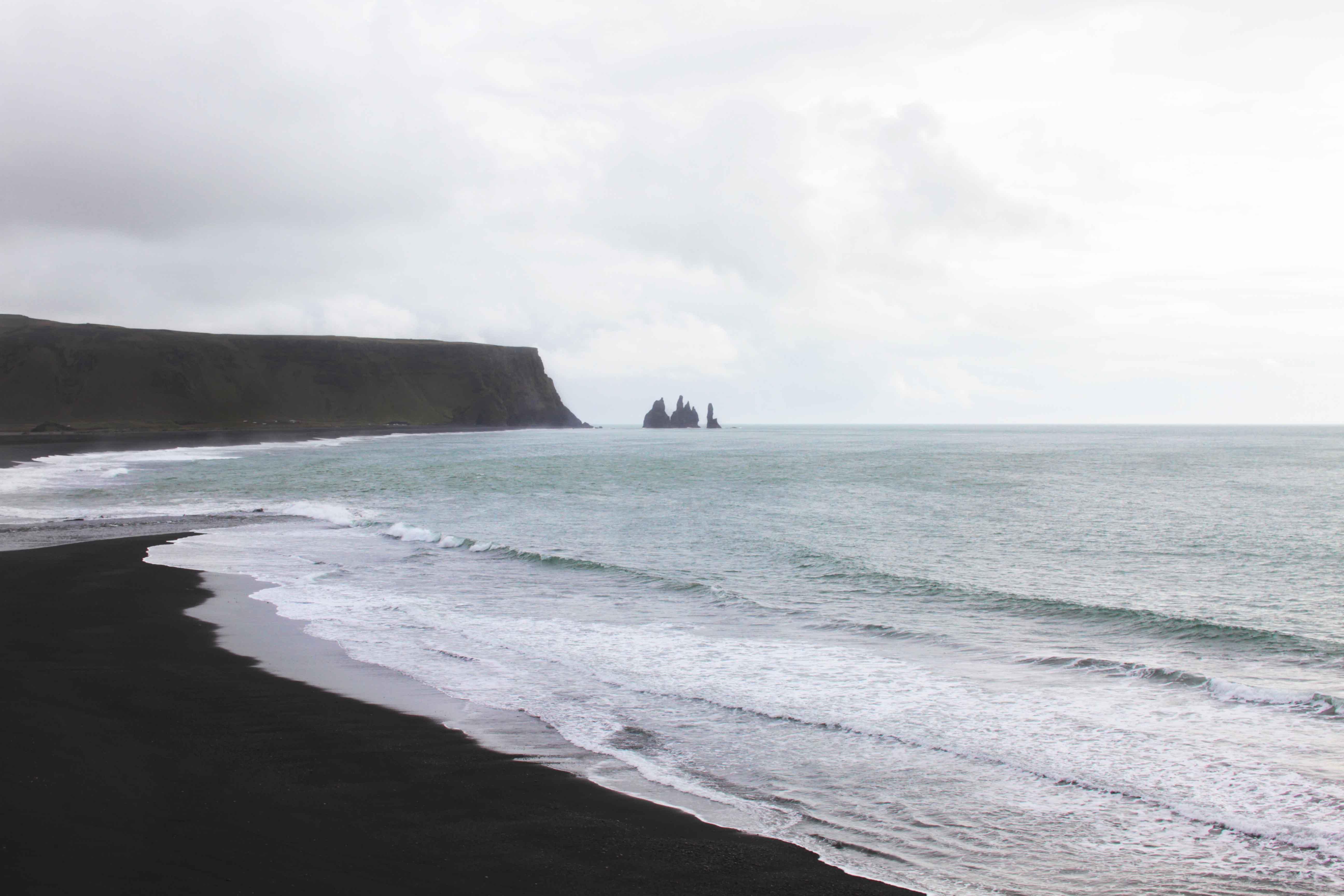 vulcanic blacksand beach iceland slowliving